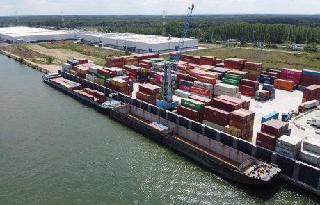 De nieuwe exportfabriek voor concentraten zal een groot deel van zijn export in containers via de DLCT terminal per barge naar de Antwerpse haven vervoeren.