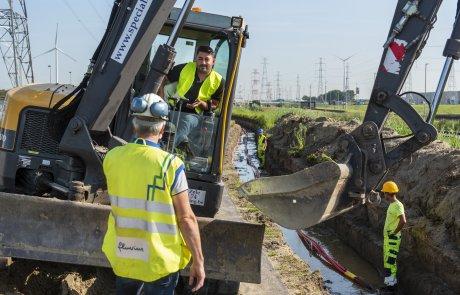 In Beveren (Kallo), in de Antwerpse haven, voert Fluvius momenteel grote netverzwaringswerken uit
