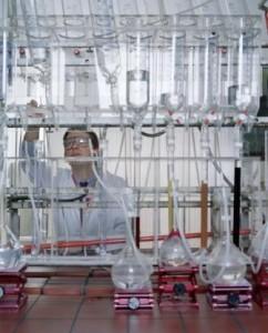 Qualitätskontrolle im Labor für Ionenaustauscher