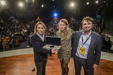vlnr Thomas Caron van Artlead met Start it @kbc stichters Katrien Dewijngaert en Lode Uytterschaut