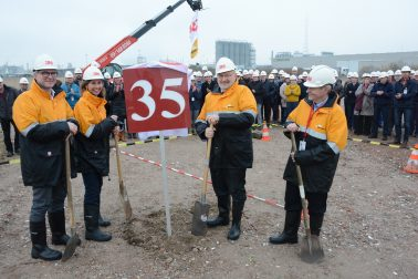 Vlnr: Hans Vlaminck, 3M head of research & development, Marina Fernhout, 3M managing director Benelux, André Van de Vyver, Burgemeester Zwijndrecht en Jan Goormans, 3M application engineer.