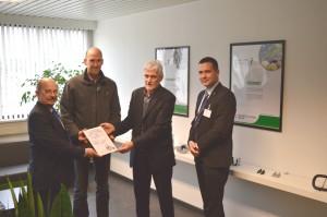 Vlnr: Jacques Pauwels (Fireforum), Yves Van der Perre en Honoré Smets (NOF Metal Coatings Europe), Kurt Gutschoven (AIB-Vinçotte International)