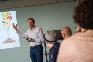 CEO Peter Dehasque tijdens een presentatie op de familiedag afgelopen zaterdag.