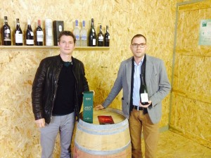 Cavaproducent Roman van wijnhuis Masset (links) en Toby, wijnconsulent bij Vincero Wines.
