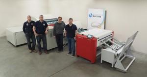De Agfa-plaatbelichter met de 4 zaakvoerders Erik, Filip, Davy en Pascal Matthys.