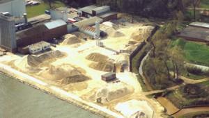 De vestiging van Delahaye-Lauwers aan het Albertkanaal in Beringen.